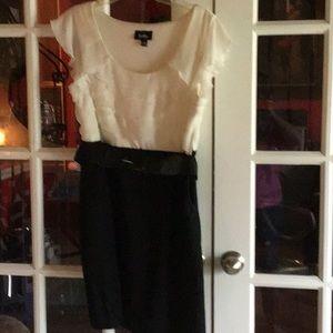 Juniors size 13 2-tone ruffled sleeveless dress